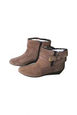 A Bunch Of Brown Synthetic Leather Ladies Fashion Boot Set