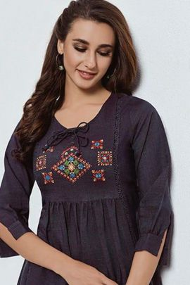 A Bunch Of Rayon Emboridered Western Style Tops Set