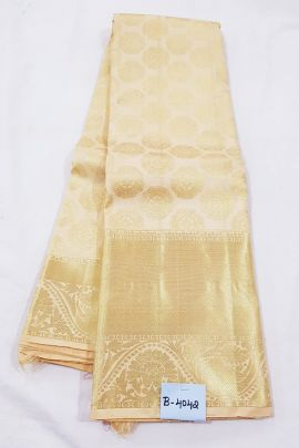 A Pack Of Kanchipuram Pure Handloom Bridal Weaved Silk Saree With Blouse Piece Set