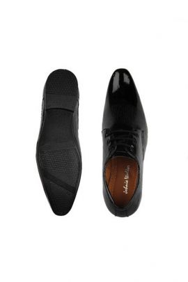 A Set Of Black Party Wear Leather Mens Formal Shoes Bunch